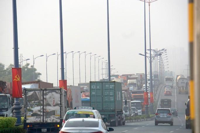 Kinh hoàng cảnh kẹt xe trên mọi ngả đường khu Đông TP HCM Ảnh 1