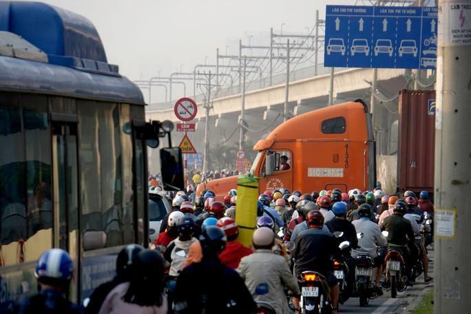 Kinh hoàng cảnh kẹt xe trên mọi ngả đường khu Đông TP HCM Ảnh 8