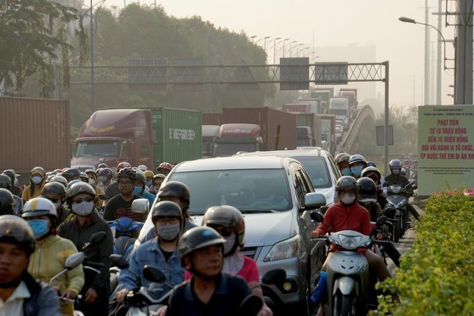 Kinh hoàng cảnh kẹt xe trên mọi ngả đường khu Đông TP HCM Ảnh 9