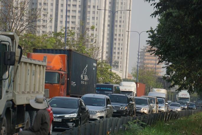 Kinh hoàng cảnh kẹt xe trên mọi ngả đường khu Đông TP HCM Ảnh 13