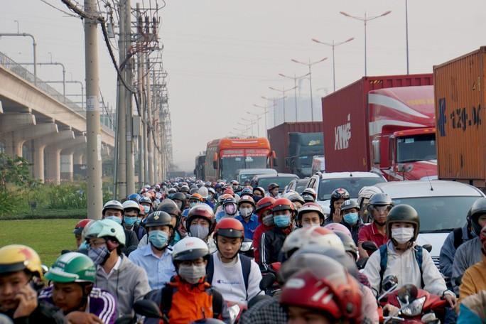 Kinh hoàng cảnh kẹt xe trên mọi ngả đường khu Đông TP HCM Ảnh 4