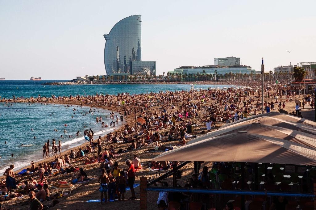 Lý do dân Barcelona coi khách du lịch như khủng bố Ảnh 18
