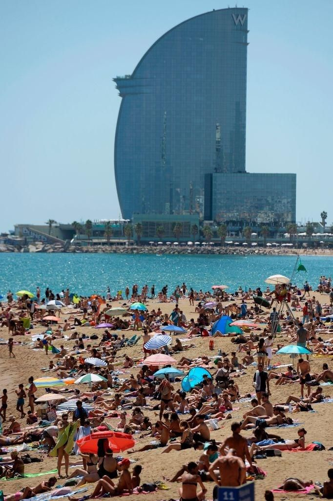 Lý do dân Barcelona coi khách du lịch như khủng bố Ảnh 15