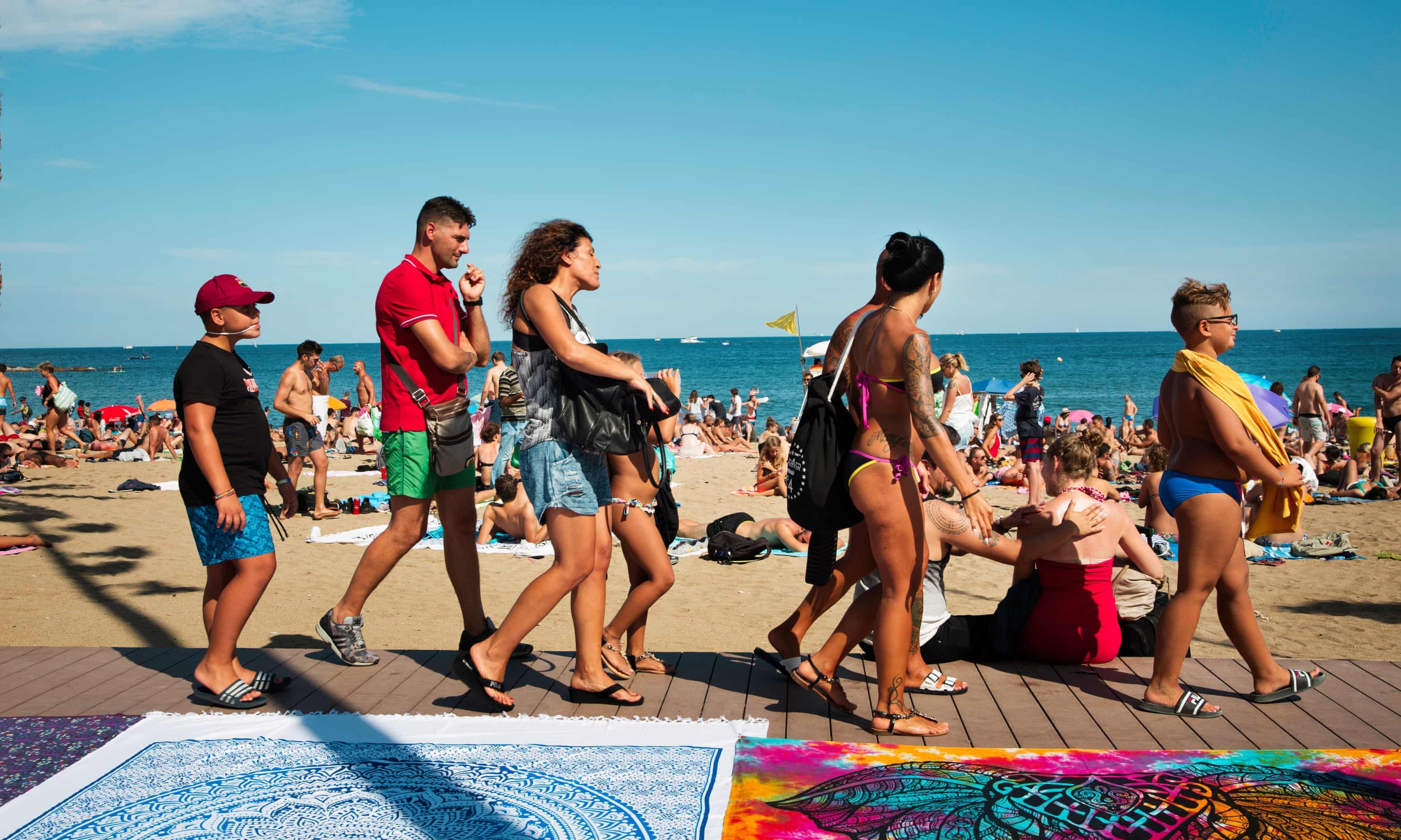 Lý do dân Barcelona coi khách du lịch như khủng bố Ảnh 12