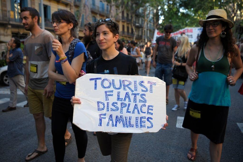 Lý do dân Barcelona coi khách du lịch như khủng bố Ảnh 5