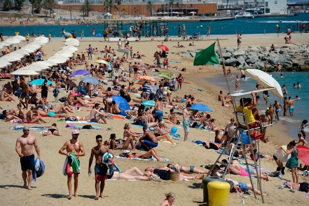 Lý do dân Barcelona coi khách du lịch như khủng bố Ảnh 19