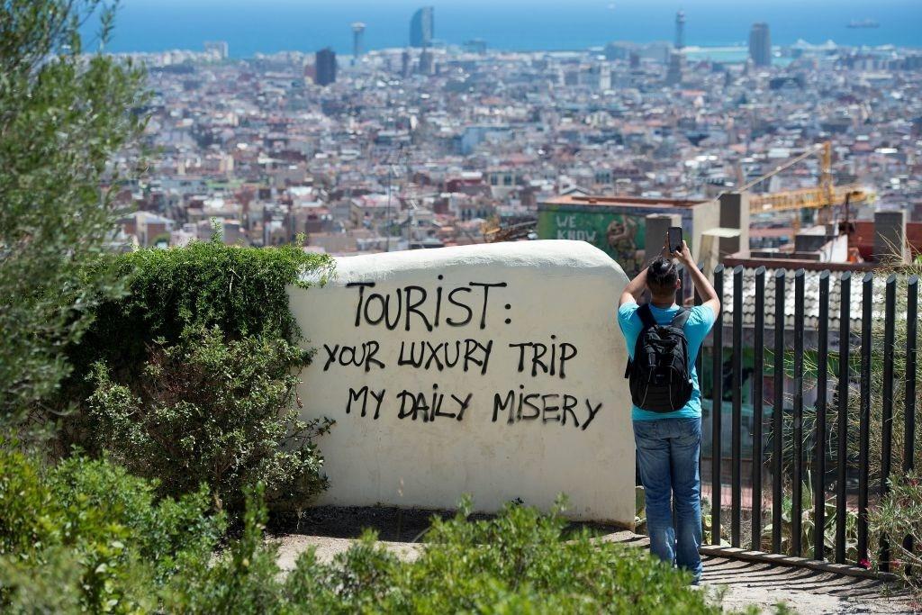Lý do dân Barcelona coi khách du lịch như khủng bố Ảnh 4