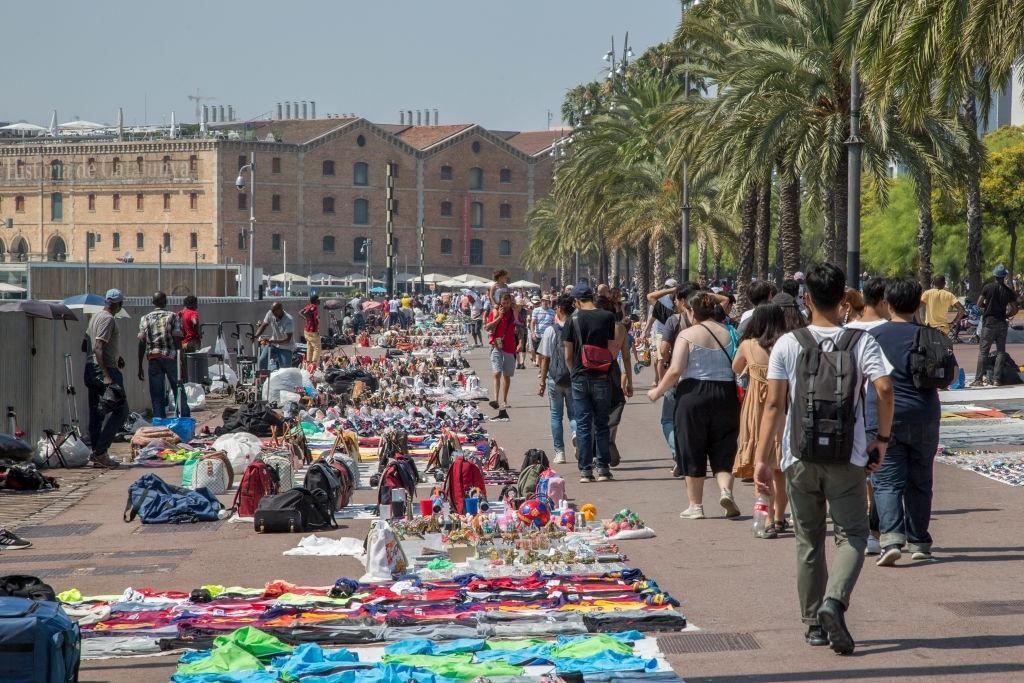 Lý do dân Barcelona coi khách du lịch như khủng bố Ảnh 7