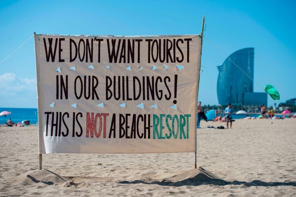 Lý do dân Barcelona coi khách du lịch như khủng bố Ảnh 14
