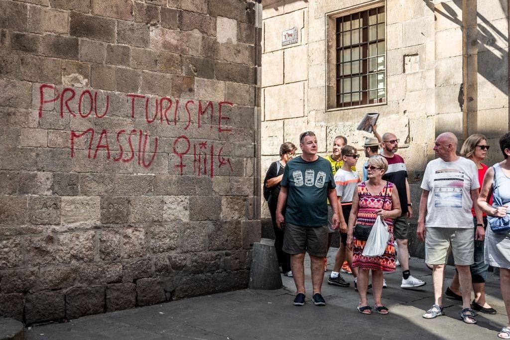 Lý do dân Barcelona coi khách du lịch như khủng bố Ảnh 13
