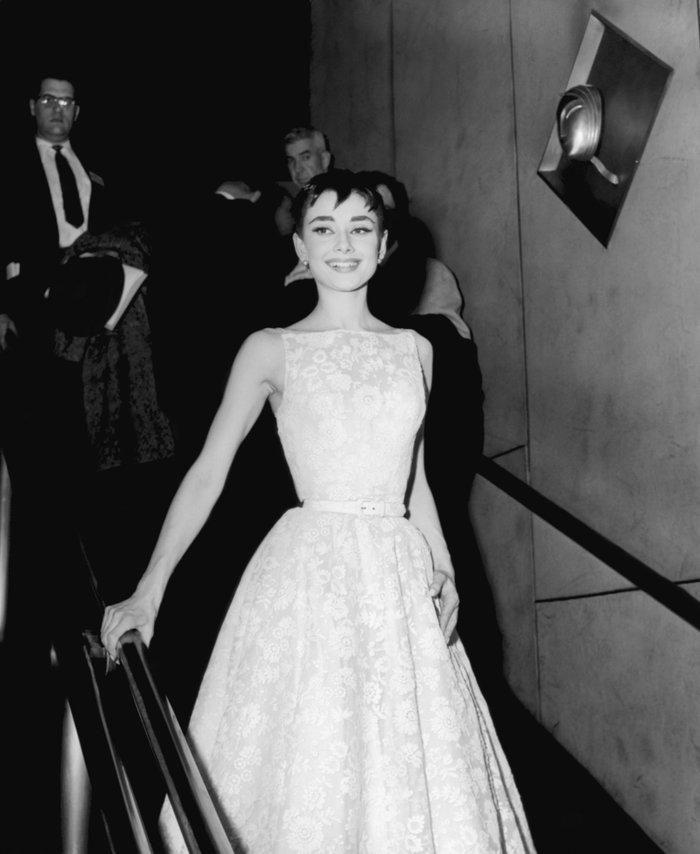 6 khoảnh khắc thời trang vượt thời gian của huyền thoại Audrey Hepburn Ảnh 9
