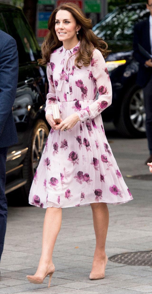 6 khoảnh khắc thời trang vượt thời gian của huyền thoại Audrey Hepburn Ảnh 12