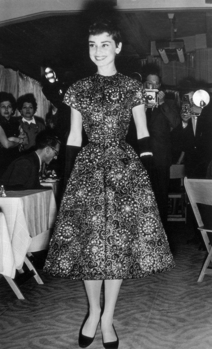 6 khoảnh khắc thời trang vượt thời gian của huyền thoại Audrey Hepburn Ảnh 6