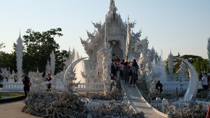 Ngôi chùa trắng độc đáo ở Thái Lan Ảnh 3