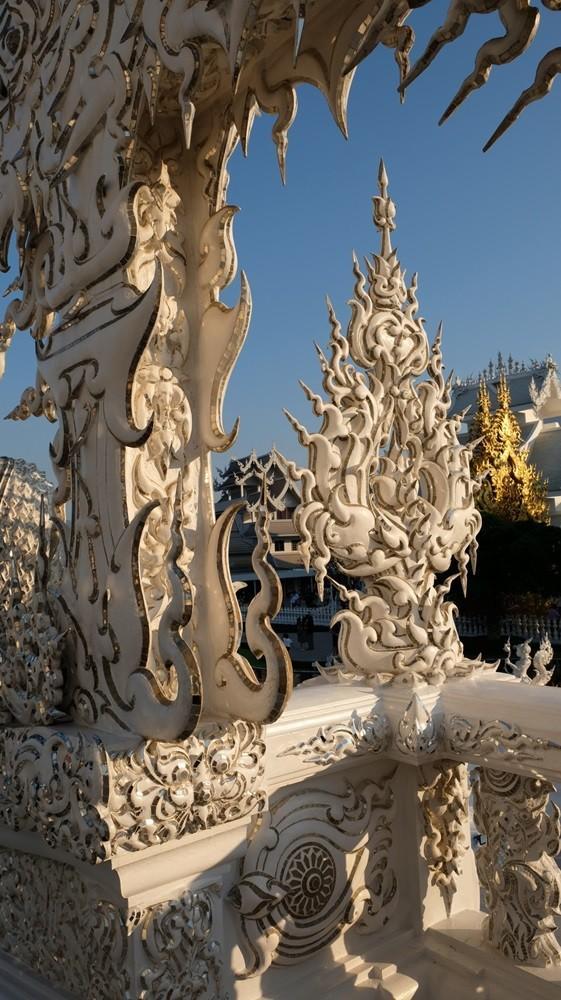 Ngôi chùa trắng độc đáo ở Thái Lan Ảnh 9