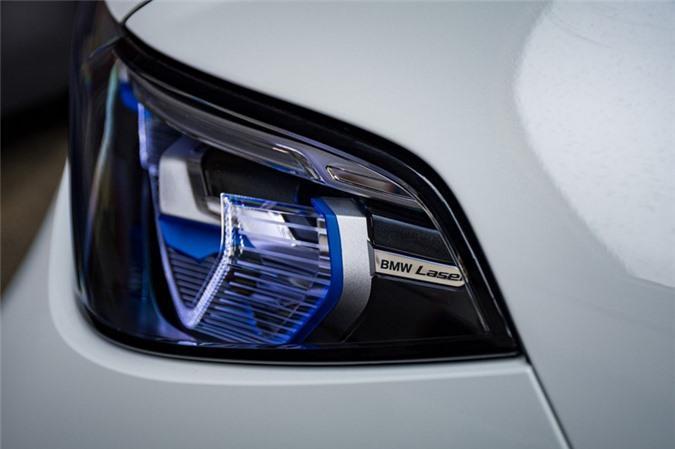 Ảnh chi tiết BMW X7 bản màu sơn trắng Alpine cùng nội thất Tartufo Ảnh 8