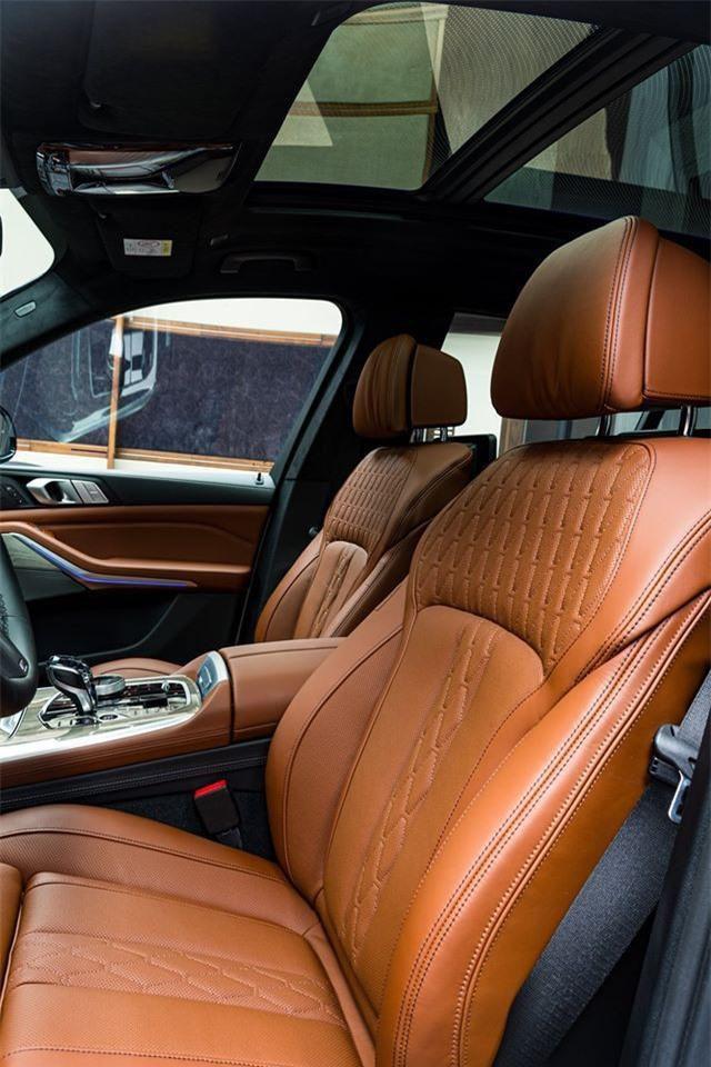 Ảnh chi tiết BMW X7 bản màu sơn trắng Alpine cùng nội thất Tartufo Ảnh 15