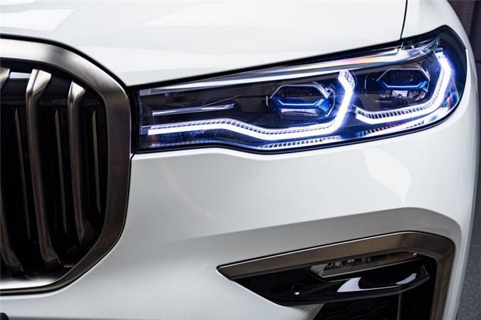 Ảnh chi tiết BMW X7 bản màu sơn trắng Alpine cùng nội thất Tartufo Ảnh 7
