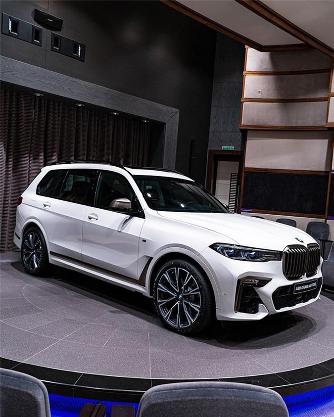 Ảnh chi tiết BMW X7 bản màu sơn trắng Alpine cùng nội thất Tartufo Ảnh 1