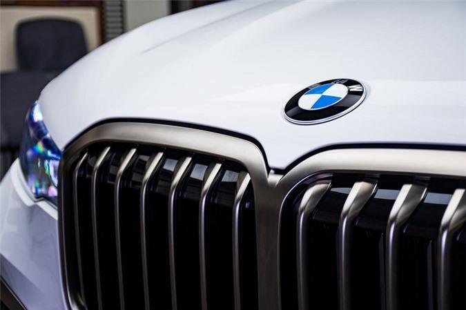 Ảnh chi tiết BMW X7 bản màu sơn trắng Alpine cùng nội thất Tartufo Ảnh 6