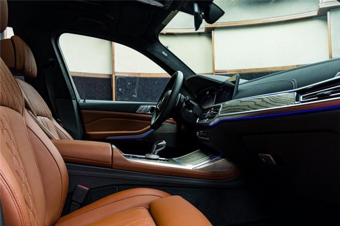 Ảnh chi tiết BMW X7 bản màu sơn trắng Alpine cùng nội thất Tartufo Ảnh 13
