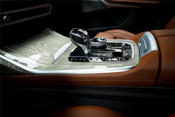 Ảnh chi tiết BMW X7 bản màu sơn trắng Alpine cùng nội thất Tartufo Ảnh 17