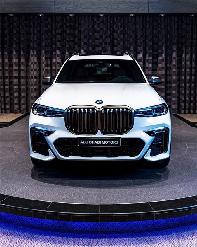 Ảnh chi tiết BMW X7 bản màu sơn trắng Alpine cùng nội thất Tartufo Ảnh 2