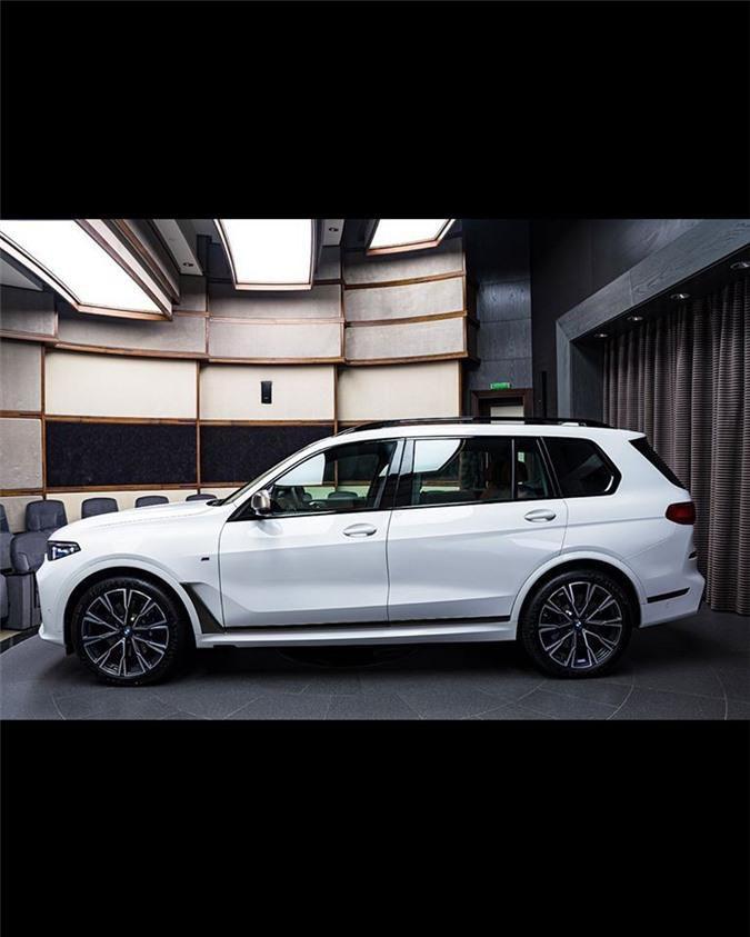 Ảnh chi tiết BMW X7 bản màu sơn trắng Alpine cùng nội thất Tartufo Ảnh 3