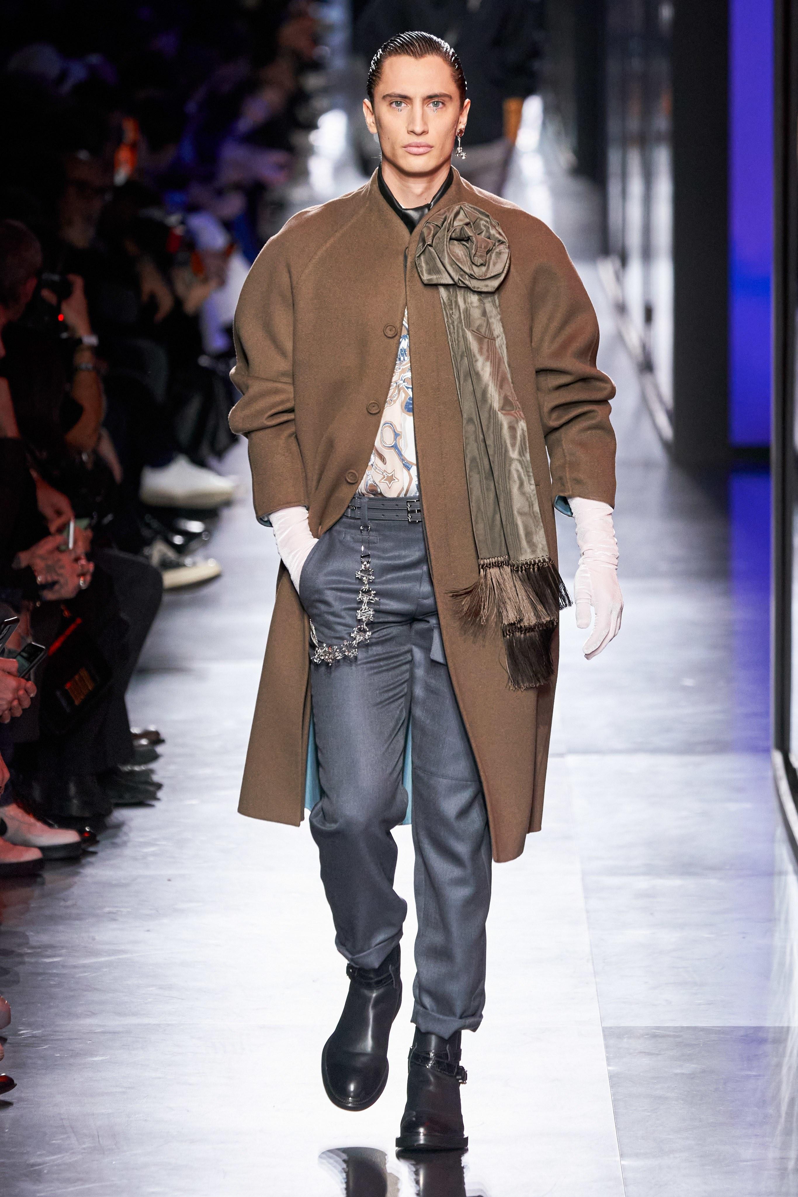 Áo khoác hoa, găng tay dài - Dior nâng thời trang nam lên tầm cao mới Ảnh 15