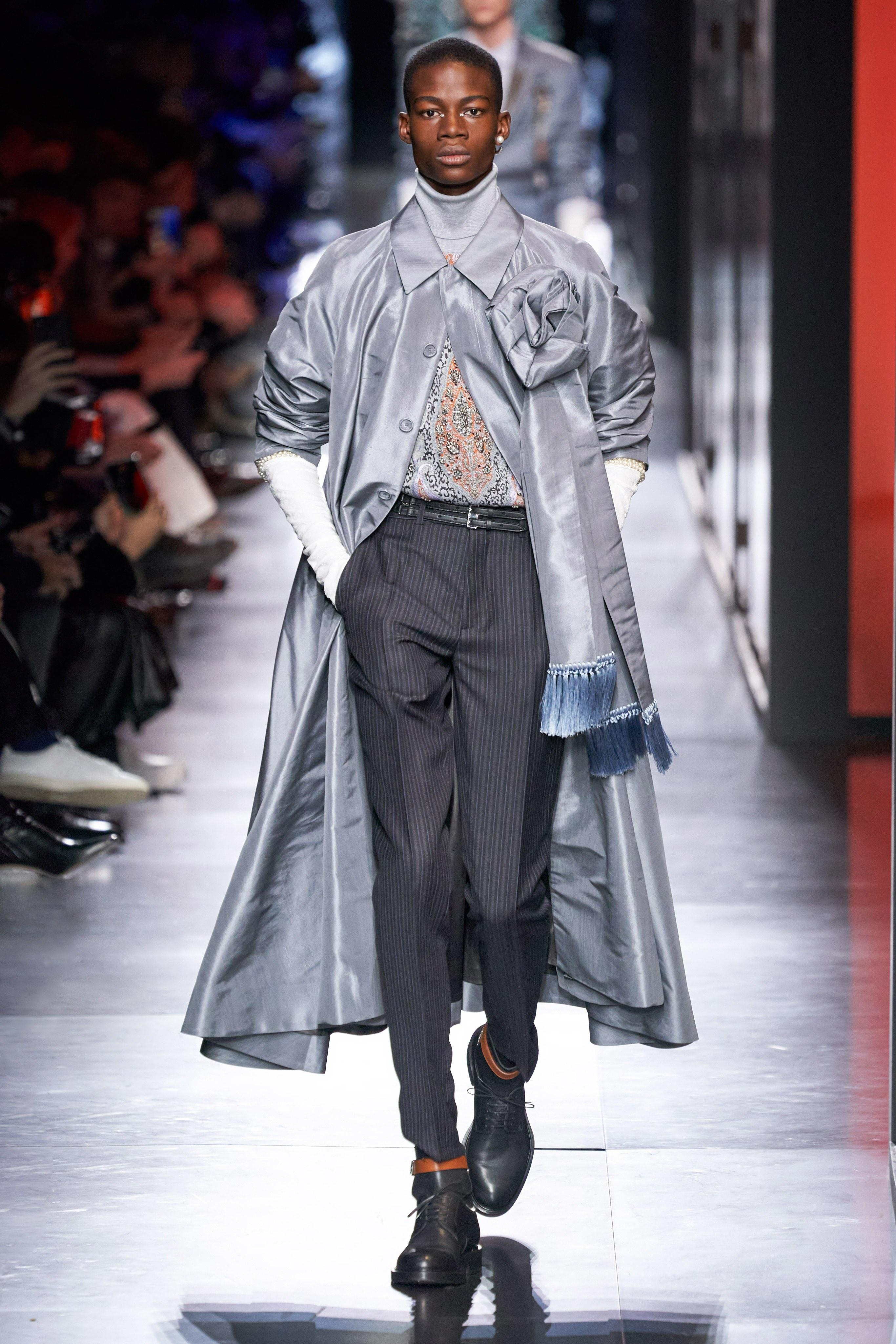 Áo khoác hoa, găng tay dài - Dior nâng thời trang nam lên tầm cao mới Ảnh 2