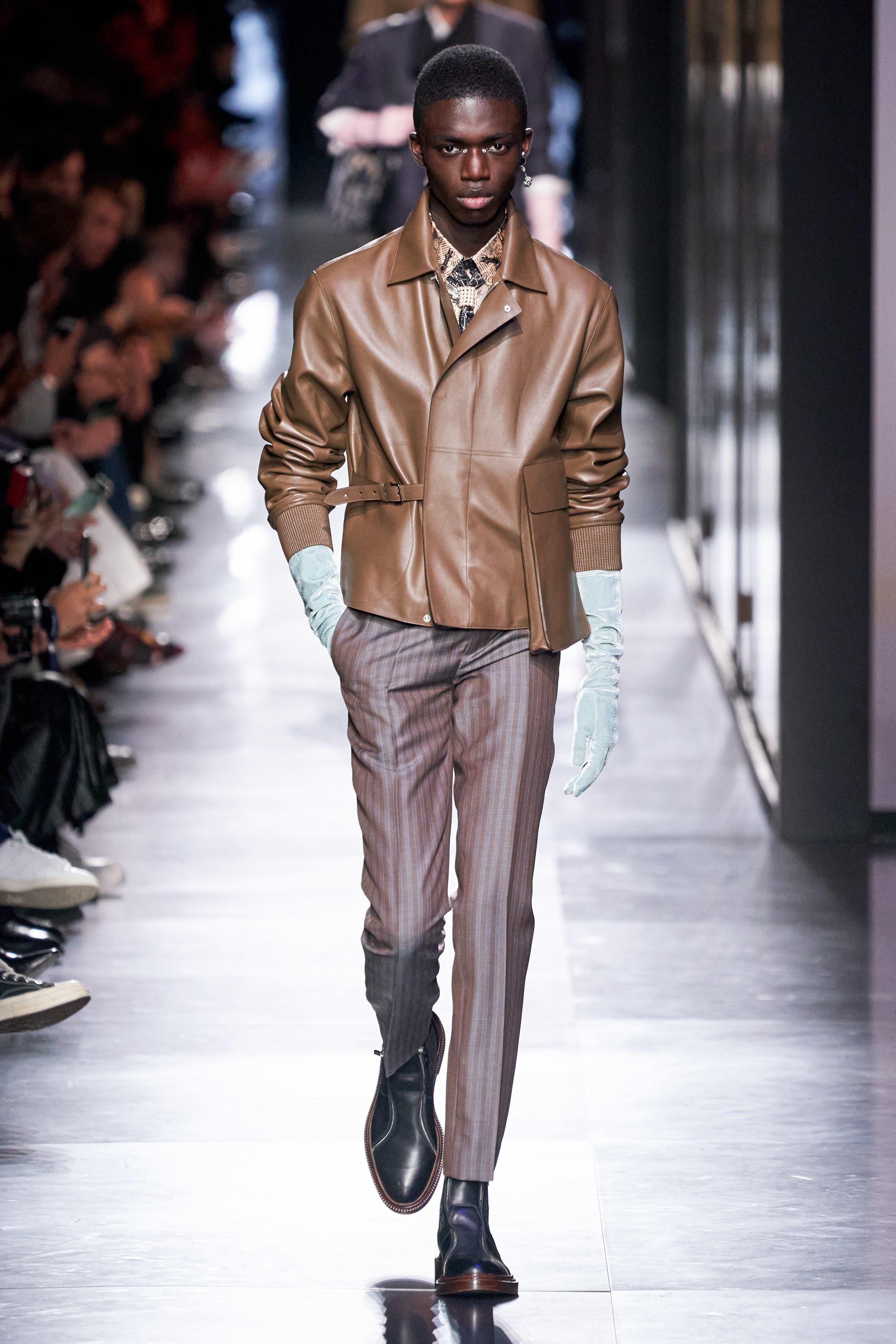 Áo khoác hoa, găng tay dài - Dior nâng thời trang nam lên tầm cao mới Ảnh 22