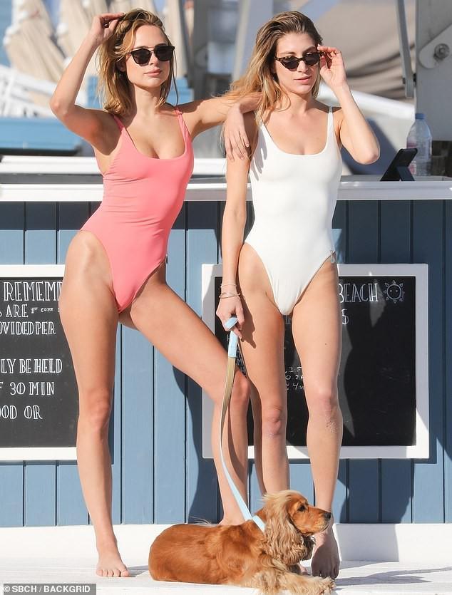 'Đỏ mặt' với bikini khoét hông táo bạo của Kimberley Garner Ảnh 1