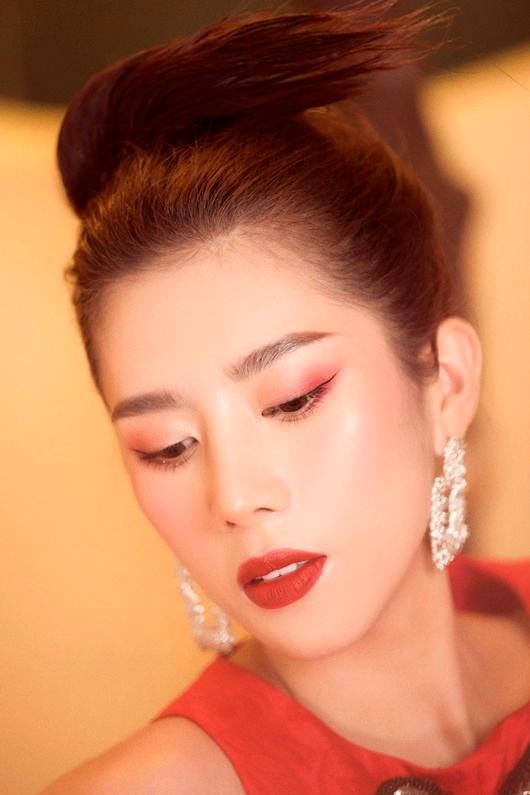 Người đẹp Dương Yến Nhung khoe vẻ đẹp e ấp đón xuân Ảnh 7