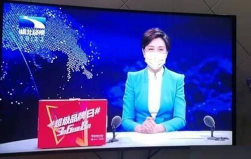 Toàn bộ MC, phóng viên ở 'ổ dịch' Vũ Hán phải đeo khẩu trang làm việc Ảnh 1