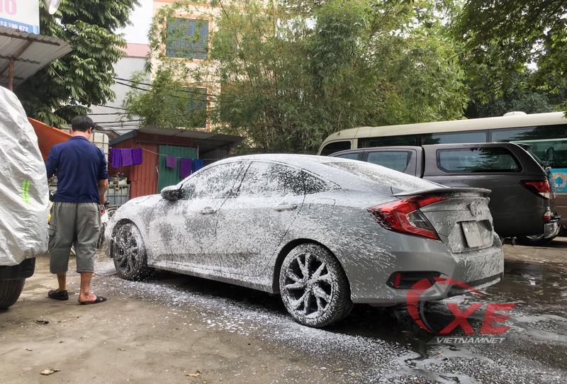 Sát Tết, kiếm tiền triệu mỗi ngày nhờ rửa xe Ảnh 2