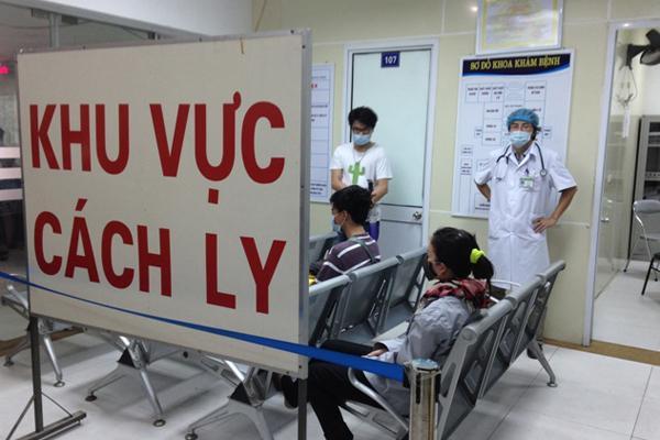 Hà Nội đang cách ly 2 người nghi nhiễm viêm phổi cấp trở về từ Trung Quốc Ảnh 1