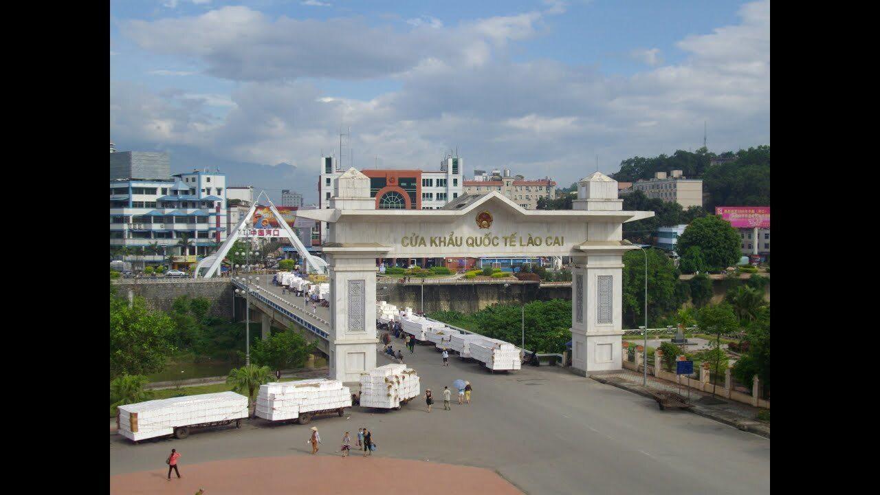 'Mở hàng' thành công hơn 1.300 tấn nông sản xuất nhập khẩu ngày mồng 2 Tết Ảnh 1