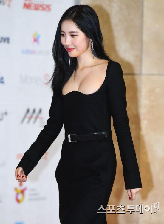 Bốn mỹ nhân Kpop chuộng trang phục gợi cảm trên sân khấu Ảnh 11