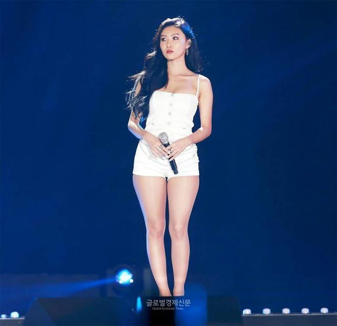 Bốn mỹ nhân Kpop chuộng trang phục gợi cảm trên sân khấu Ảnh 7