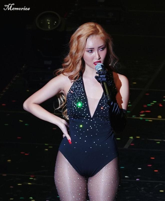 Bốn mỹ nhân Kpop chuộng trang phục gợi cảm trên sân khấu Ảnh 4