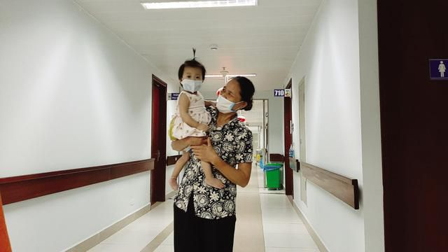 Tết sum vầy của em bé nhỏ nhất được ghép gan thành công ở Việt Nam Ảnh 2