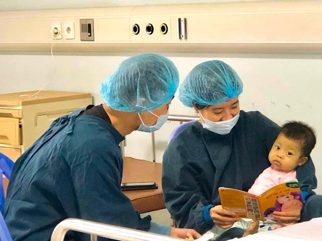 Tết sum vầy của em bé nhỏ nhất được ghép gan thành công ở Việt Nam Ảnh 1