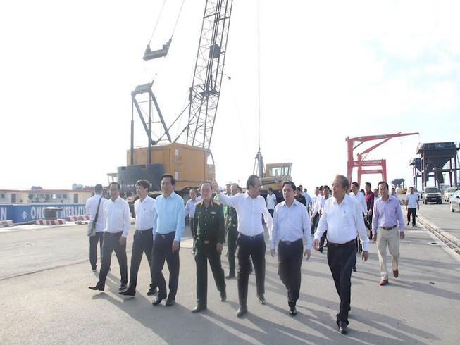 Cảng quốc tế Long An trung chuyển hàng hóa cho vùng ĐBSCL Ảnh 1