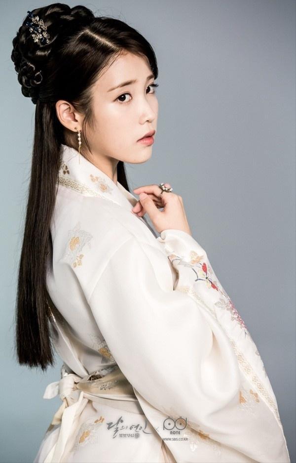 6 nữ idol Kpop diện trang phục truyền thống đẹp dịp Tết Ảnh 1