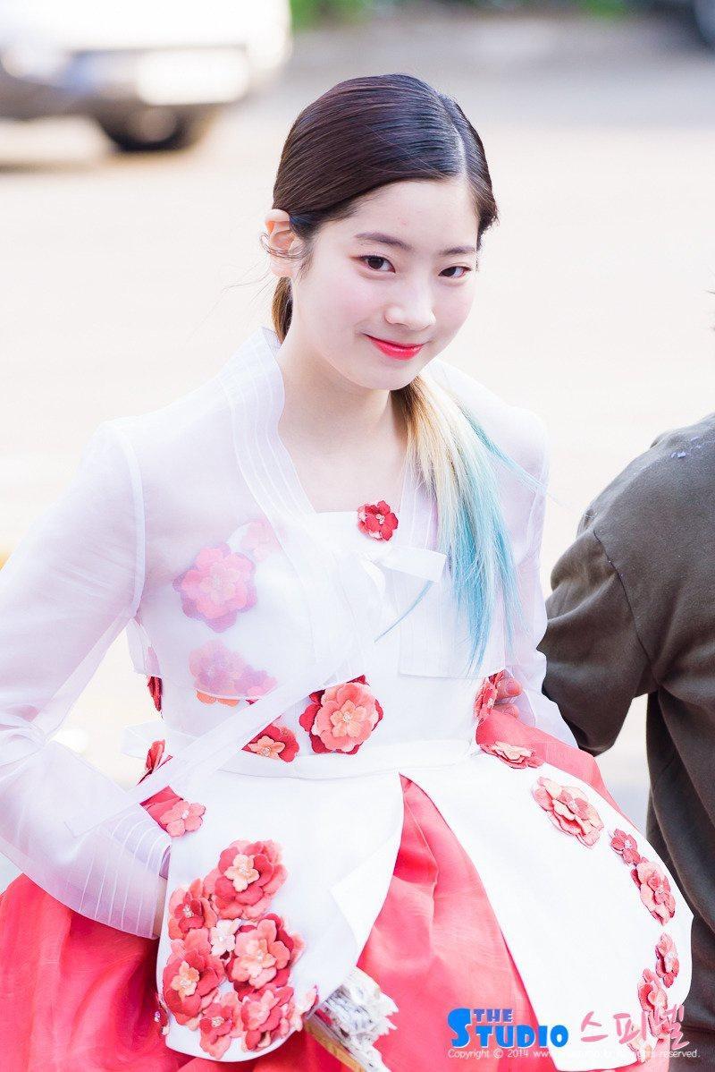 6 nữ idol Kpop diện trang phục truyền thống đẹp dịp Tết Ảnh 3