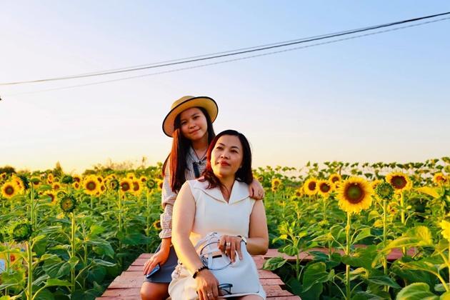 Check-in vườn hoa hướng dương rực rỡ ở Đồng Nai ngày đầu năm mới 2020 Ảnh 6
