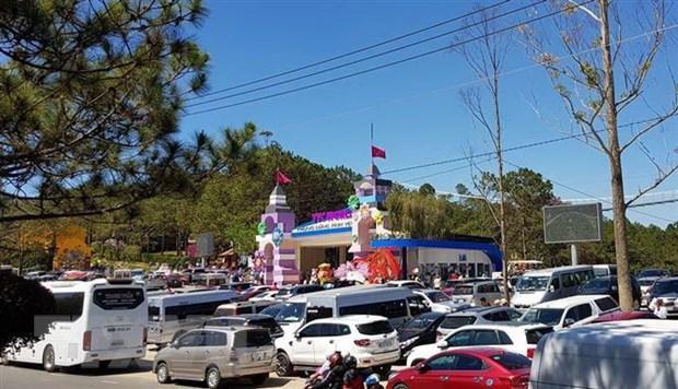 Tắc đường nghiêm trọng tại Đà Lạt, 3 tiếng nhích được 10km Ảnh 2