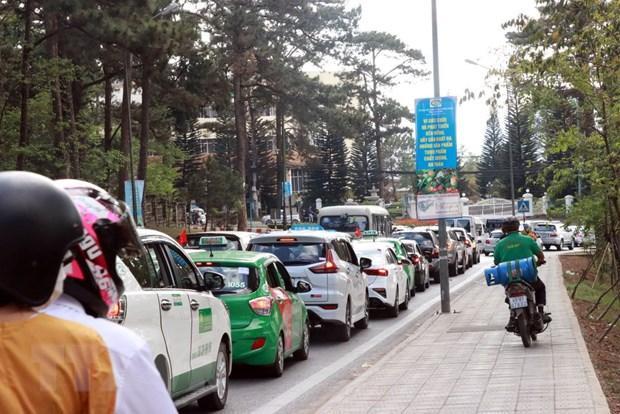 Tắc đường nghiêm trọng tại Đà Lạt, 3 tiếng nhích được 10km Ảnh 1