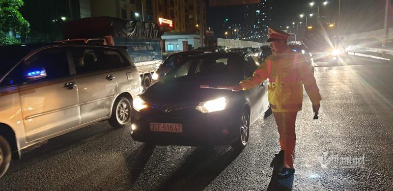 Tắc cao tốc đến nửa đêm, hết Tết đường về Hà Nội không êm như mơ Ảnh 12