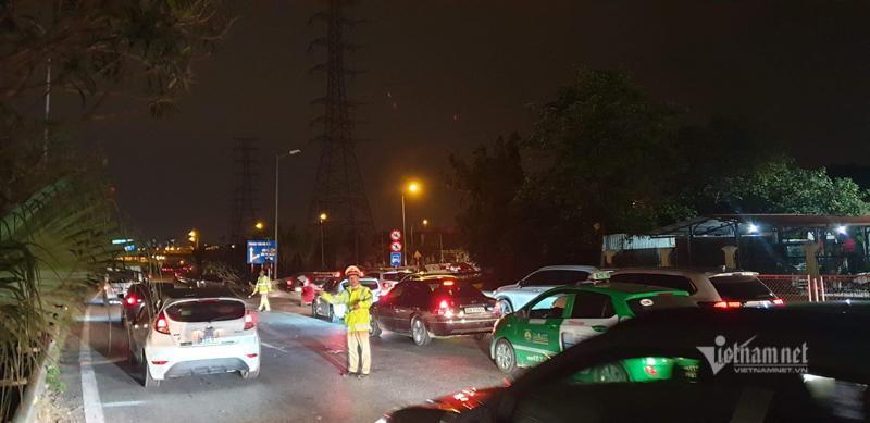 Tắc cao tốc đến nửa đêm, hết Tết đường về Hà Nội không êm như mơ Ảnh 11
